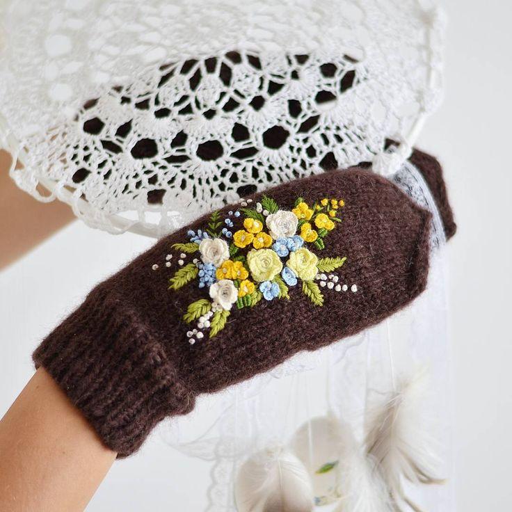И немного деталей   #митенки #митенкиженские #вязаниеназаказ #вязание #вязаныеаксессуары #вяжутнетолькобабушки #вяжуназаказ #вяжем #knitstagram #knitting #knitted #knitwear #knit #альпака #альпаканашелке #итальянскаяпряжа #вышивка #рококо #embroiderydesign #embroidery #em_hm #бразильскаявышивка #декоративные #авторскаяработа #авторскаяодежда #дизайнерскаяодежда #варежки #варежкиназаказ #вязаныеварежки
