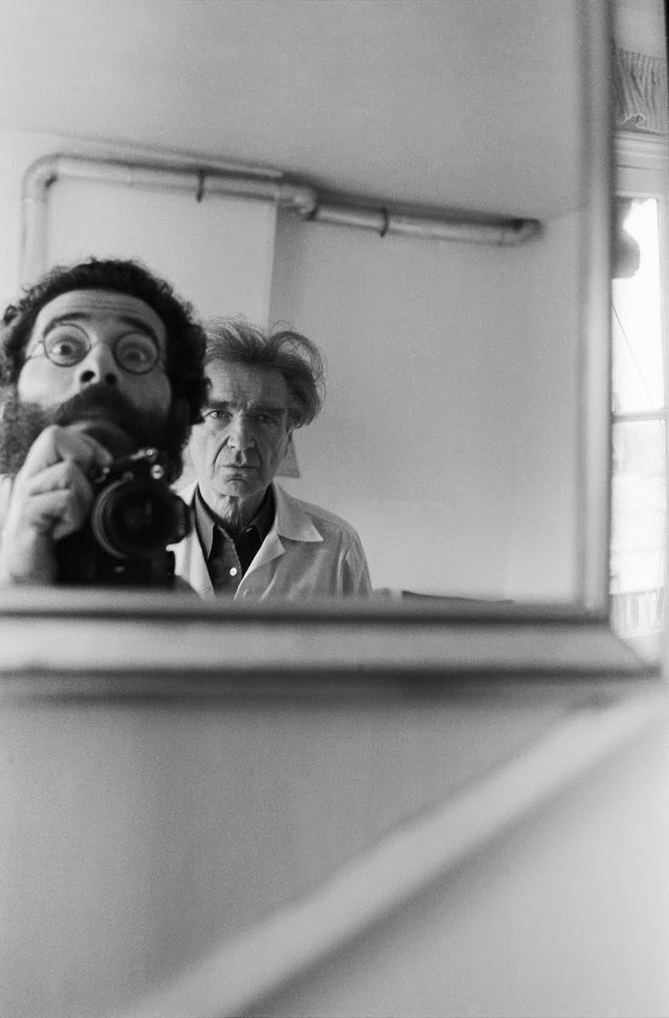 Vasco Szinetar, Emil Cioran,1980  FRENTE AL ESPEJO - Vasco, gracias por las fotos. El diablo se reconoce en la locura triunfal de vuestros ojos, mientras que en los mios, apagados y petrificados, vuelve a hallar el hocico de un asesino cansado de todo, incluso del Mal. ¡Abajo el espejo! Al no tener fondo ni limites, éste nos revela lo que de más íntimo y lejano hay en  nosotros: nuestros temibles secretos, nuestras ocultas demencias. - Cioran  Paris, 5 de Octubre de 1983