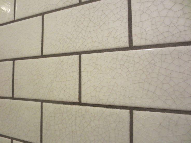 Graue Knistern Untergrundbahn Fliese Nahaufnahme Meines Lieblings Die Rissige Glasurfliese Mit Kuche Deko Kitchen Tiles Glazed Tiles Subway Tile