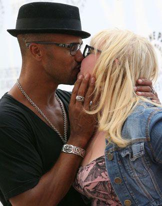 FINALLY!!!!!!!!!!!!!!!!!!!!!!!!!!!!!!!!!!!!!!!!!!! Damn look at Shemar Moore kissing Kirsten Vangsness!! :D <3