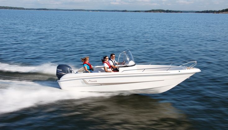 Yamarin 61 Center Console  A spacious center console boat that performs well even in rough weather.