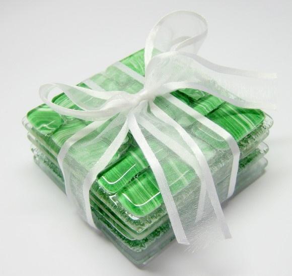 Porta Copos / Glass Coasters\  em vidro colorido   04 unidades  incolor/ verde  8 x 8 cm R$43,00