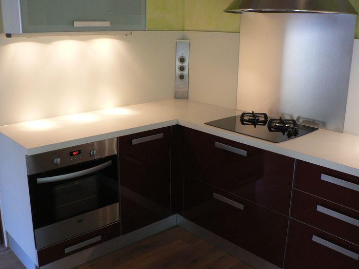 cuisine moderne plan travail stratifi et prises lectriques en cr dence nos r alisations. Black Bedroom Furniture Sets. Home Design Ideas