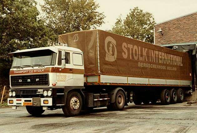DAF FT 2800 4X2 met huifoplegger van Stolk in Bergschenhoek