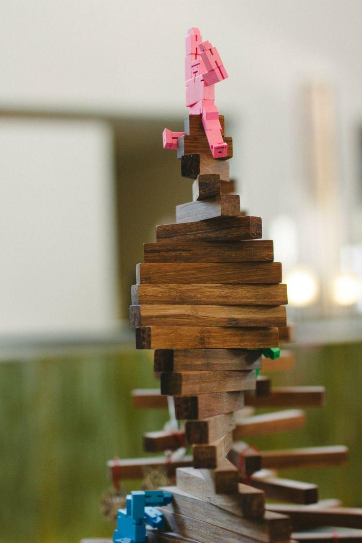 Deze gave duurzame kerstbomen worden milieuvriendelijk geproduceerd. Ze zijn gemaakt van bamboe en worden verkocht door Bureau Cambium. Meer gave varianten en duurzame kerstversiering vind je in hun webshop. #adv