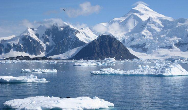 Macizo Vinson. Antártida 🇦🇶 4.892 m, es la cumbre más alta de la Antártida.