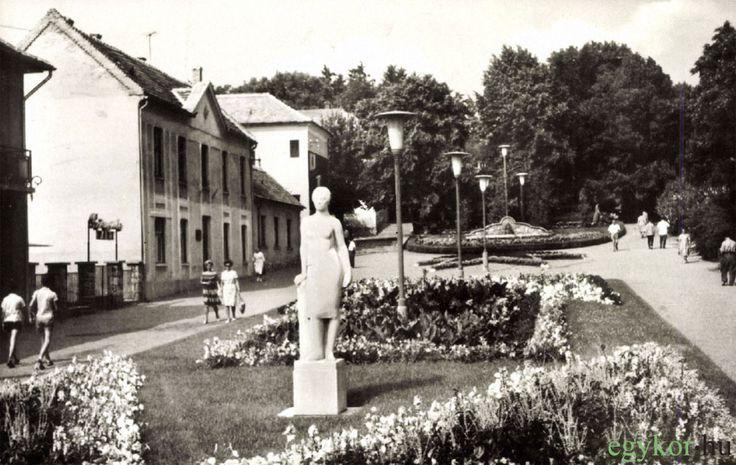 Felszabadulás tér, Dr. Moll Károly tér, 1965-1971