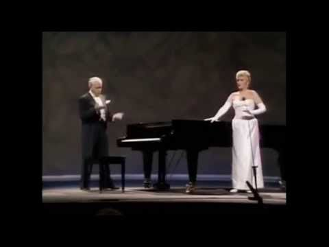 Victor Borge: Hands Off! (Subtitulos en Español) - YouTube