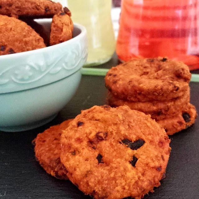 Biscottini salati alla 'nduja, per un aperitivo originale - biscotti, farina, 'nduja, olive nere, spicy, biscuits, aperitif...