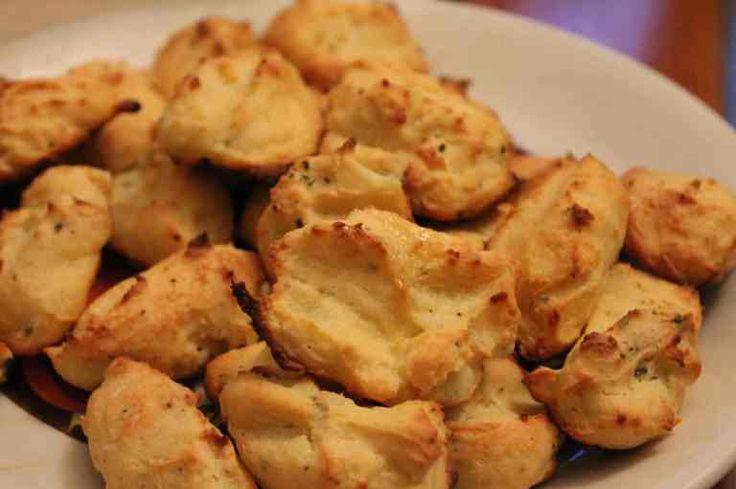 """""""Farai così il libum. Sciogli bene in un mortaio due libbre di formaggio. Quando lo avrai reso liscio impasta bene con il formaggio una libbra di farina o, se lo vuoi più leggero, mezza libbr…"""