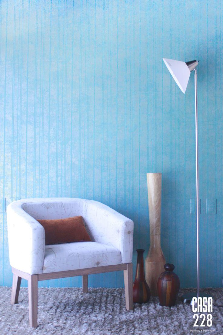 Papel tapiz la veneziana, Sillón Córdoba, Jarrones decorativos de madera, Lámpara de piso.