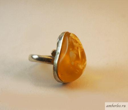 Янтарное кольцо КО004