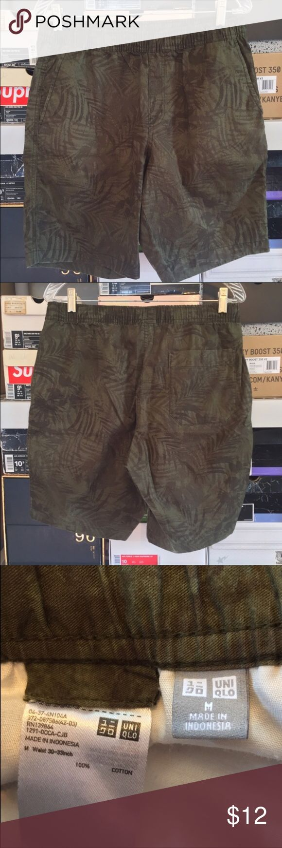 Mens Uniqlo Green Forest Print Shorts Size Medium Mens Uniqlo Forest Green Palm Tree Shorts   These shorts are preowned but in great condition. Shorts also have adjustable waistband.  Size Medium (30-33) Uniqlo Shorts