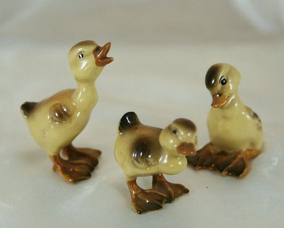 Vintage Napco Bone China Miniature Animal Figurine   Duckling Family  Excellent Condition. Measures Approx 1