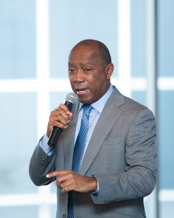 Bauer Alumni Close out 2016 Networking Breakfast with Houston Mayor Sylvester Turner