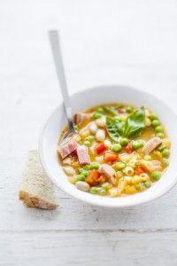 http://www.lesartcutiers.com/les-artcutiers-souhaite-buon-appetito-succulentes-idees-recettes-italiennes/ Les Artcutiers vous recommande de réaliser un « minestrone », une soupe de légumes frais et de légumes secs et de l'agrémenter de cubes de jambon sec : rien de mieux pour finir un talon de jambon que vous avez à la maison ! #charcuterieitalienne #lesArtcutiers #jambondeparme #jambonsandanièle #speck #pancetta
