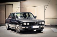 E28 BMW M535i, this one has beneath the very shining paintwork a nice M62 4.4 V8