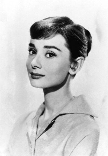 Audrey Hepburn. Capelli raccolti in uno chignon