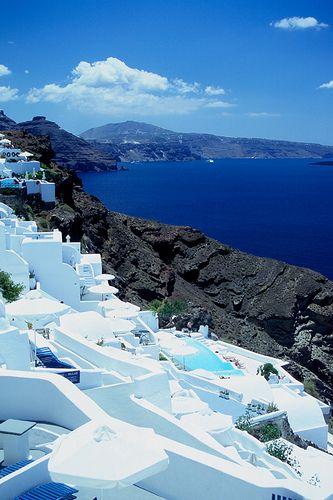 Brilliant white & blue, #Santorini #Greece http://www.rooms-2-let.com/