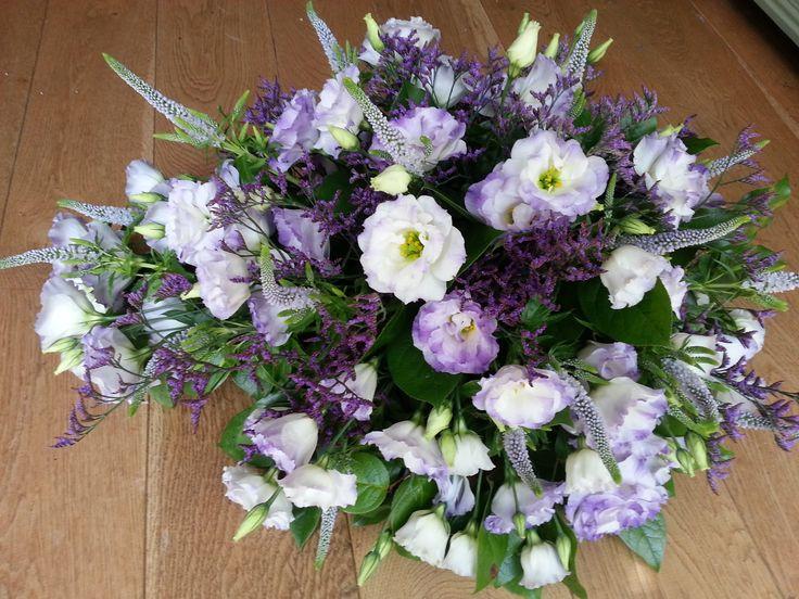 Rouwbloemwerk 25, mooi lavendel kleurig.