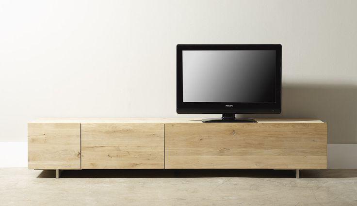TVmeubel Quartz is een eigentijds en robuust model uit de designstudio van Cantomobili. Het meubel  is vervaardigd uit genoest eiken, wat een fraaie trendy uitstraling geeft. Met een breedte van 220 centimeter, een grote klep en 2 lades ben je voorzien van de nodige opbergruimte. De lades hebben een hoogwaardig soft closing systeem.