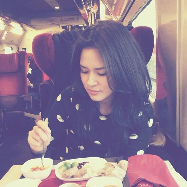 raisa6690 | Lunch in the train | Webstagram