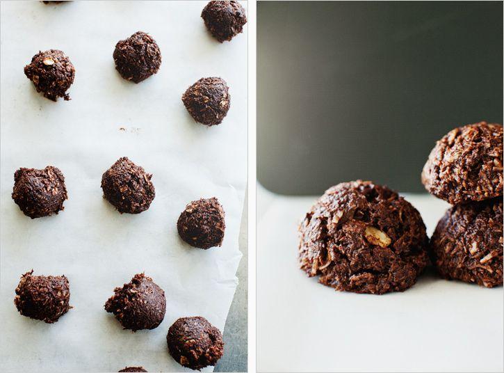 Cocoa Coconut Bits / Sprouted Kitchen  #paleo: Fun Recipes, Health Food, Sprouts Kitchens, Coconut Bit, Cocoa Coconut, Healthy Eating, Coconut Cocoa Bites, Coconut Ball, Coconutcocoa Bites