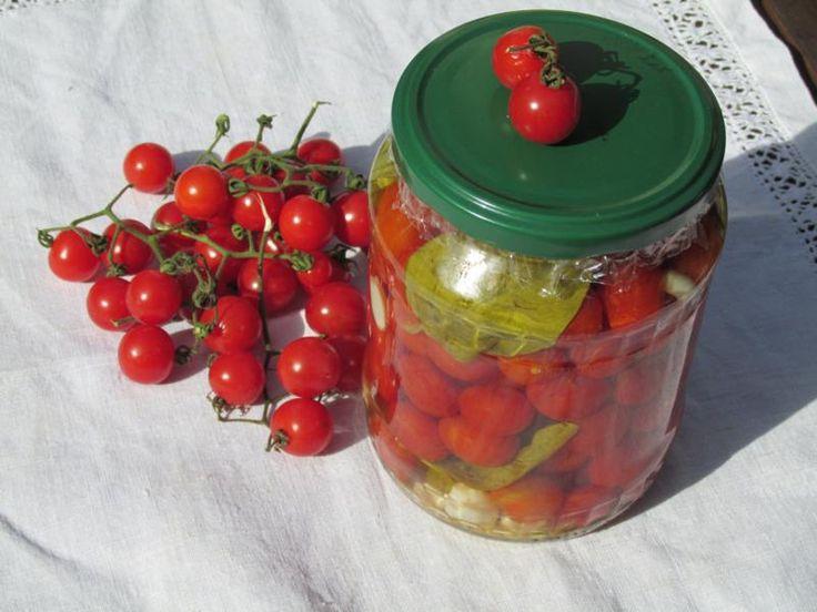 http://www.sokszinuvidek.hu/otthon/bazsalikomos,-fokhagymás-koktélparadicsom-télire