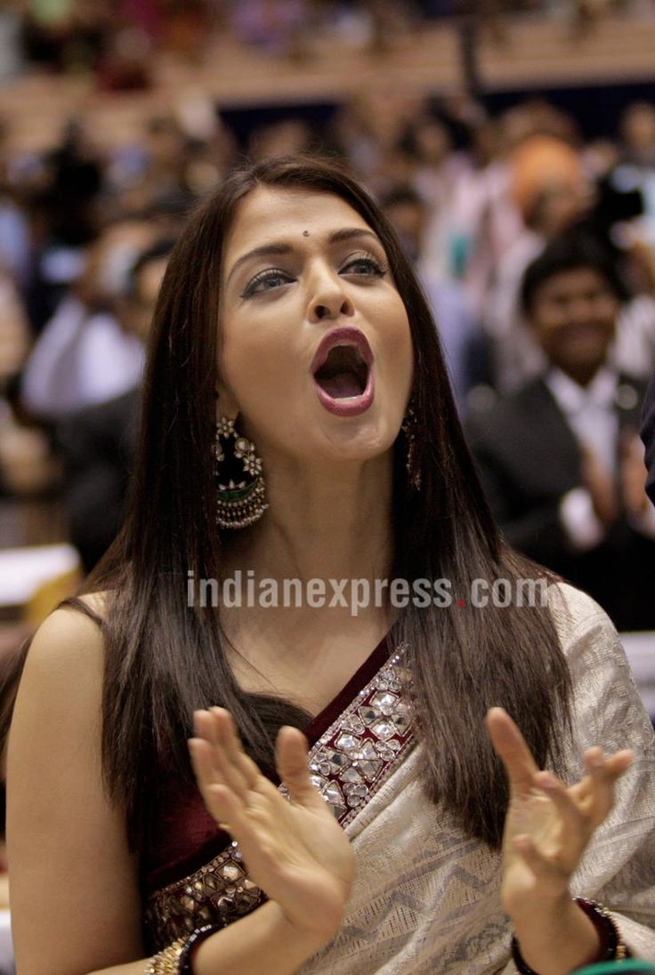 Aishwarya Rai Bachchan cheering Amitabh Bachchan at the National Awards ceremony. #Bollywood #Fashion #Style #Beauty #Hot #Saree