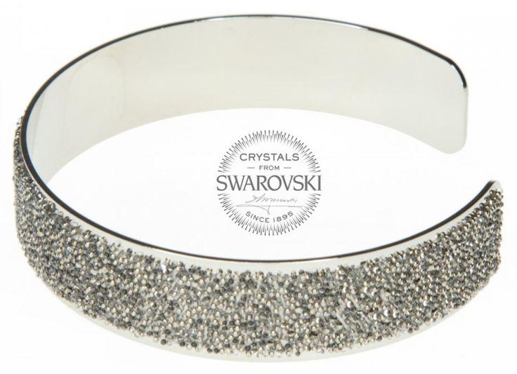 Krásný ocelový náramek je po svém obvodu zdoben celou řadou třpytích se krystalů Swarovski s duhovými odlesky. Náramek Swarovski má univerzální velikost. Náramek Swarovski dodáváme v dárkové krabičce s patřičným certifikátem, který zaručuje pravost krystalů Swarovski Elements. Luxusní dárek a milá pozornost pro každou ženu!  Materiál: Chirurgická ocel 316L  Barva: Stardust metal chocolade