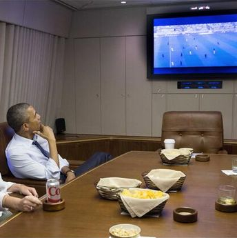 'This why folks can't land?' Obama watches World Cup on Air Force One; Travelers grumble [pic, Photoshop]