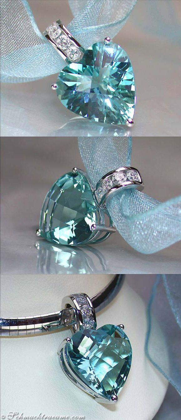 Grand Aquamarine Diamond Heart Pendant, WG-18K --- 1 Aquamarine, heart shape, 12,10 cts. - 4 Diamonds, round cut, 0,40 cts. G-VSI