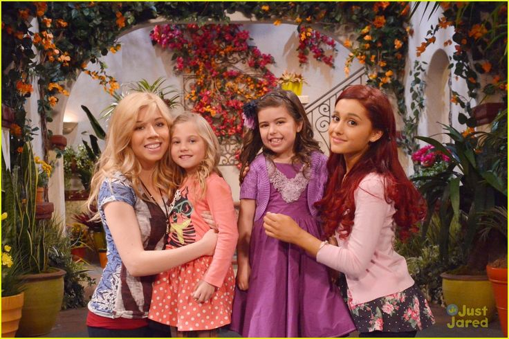 """Jennette McCurdy, Ariana Grande, Sophia Grace and Rosie in """"Sam and Cat"""""""