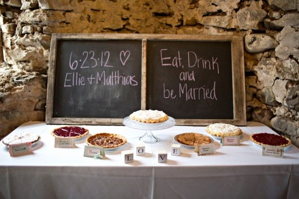 Pie Wedding DessertStyle Barns, Pies Tables, Barn Weddings, Wedding Desserts, Desserts Pies, Cake Tables, Desserts Tables, Pies Wedding'S Desserts, Vintage Style