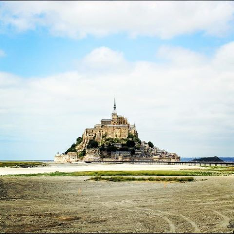 Mont Saint Michel: l'abbazia, l'isola, la marea e San Michele | L'irresistibile desiderio di viaggiare per il mondo http://silviawanderlust.com/2015/10/10/mont-saint-michel-labbazia-lisola-la-marea-e-san-michele/ #montsaintmichel #travel