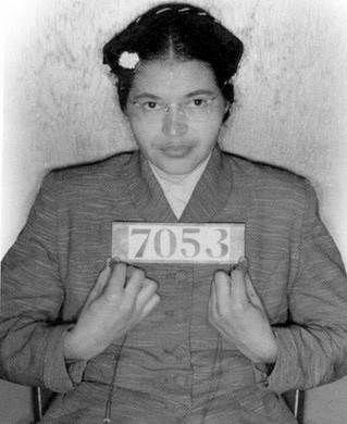 Rosa Parks, la madre del movimiento de los derechos civiles  Rosa Parks entró en la historia el 1 de diciembre de 1955 cuando se negó a ceder su asiento a un hombre blanco en un autobús de Montgomery, Alabama. Fue arrestada por este motivo, etc...