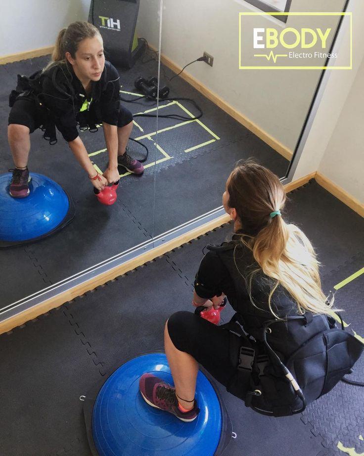 Le dimos la bienvenida al #verano junto a la gran @antonellaortiz - #crossfitter - quién vino por su clase de prueba para afinar algunos detalles en sus piernas/equilibrio/zona media. Buen #wod Anto . Entrena y prepárate junto a la familia #EBodyCDLV . #ebody #gym #equipo #ems #electroestimulacion #entrenamiento #hiit #tabata #workout #workoftheday #salud #ejercicio #gluteos #funcional #nutricion #kinesiologia #motivacion #findeaño #diciembre #cdlv #ciudaddelosvalles