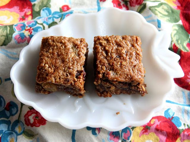 More Fun With An Apron: Chewy Vegan Granola Bars