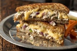 Tuna Melt Sandwiches-This is an easy and healthy recipe for lunch or dinner. Perfect for the summer or anytime. It's both a Diabetic (2) Carb Choice and also a WeightWatchers 6 Points+ recipe. Makes 4 servings.