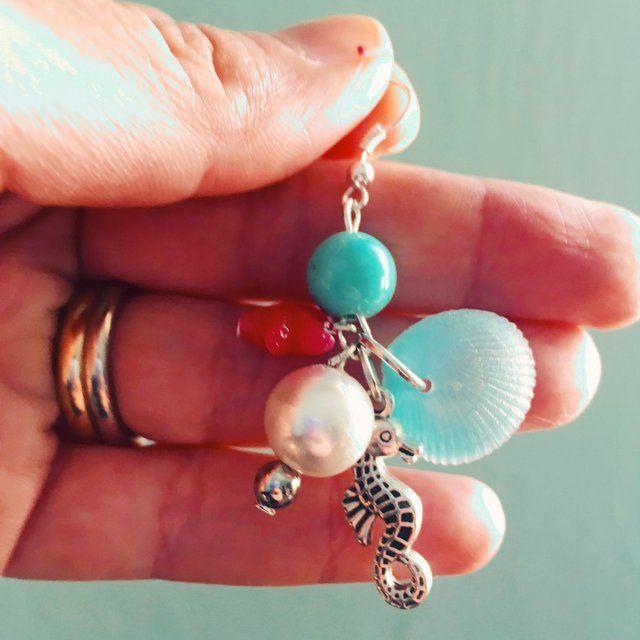 Gli #orecchini di ariel, la sirenetta! Argento, charms vari (argento, resina, perle) 🌊 🇺🇸 #handmadeearrings with sea-inspired charms (silver, pearls, resin). Hypoallergenic metal. #cachita #cachitabijoux #sea #mare #handmadejewellery #depopstore #depop #jewellery - Depop