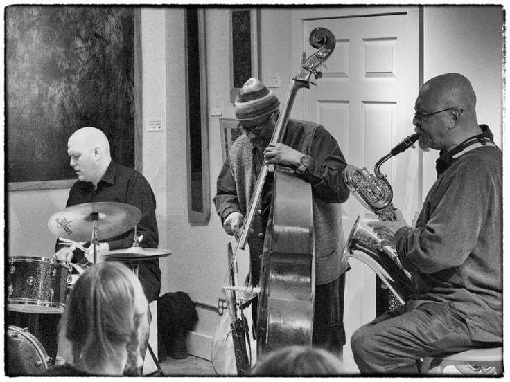 Il Sonoluminescenza Trio (Jesse Stewart, William Parker e David Mott) svolgono due volte a Ottawa questa settimana.