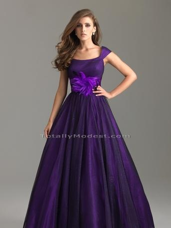 Love the deep purple of this quince dress!