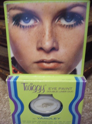 VINTAGE Original TWIGGY Model EYE Shadow MAKE-UP Compact Retro YARDLEY.. Still love that look, and had all the Yardley make up I could buy!!!