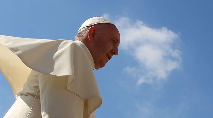 """Al presidir hoy el rezo del Ángelus en la Plaza de San Pedro, el Papa Francisco aseguró hoy que el """"verdadero significado de nuestro existir terreno está al final, en la eternidad"""", en nuestro encuentro definitivo con Jesús."""