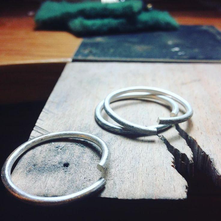 anillos apilables grandes / large sterling stacking rings / anelli grandi impilabile.  #anelli #anel #anneau #anillos #etsy #handmadejewelry #jewelryworkshop #tallerdejoyeria #laboratoriodigioielli #bijoux #schmuck #jewelry #joyeria
