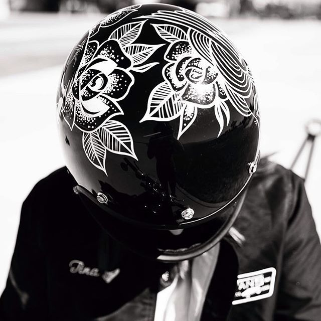 Excited to start on some new helmets for @babesrideout  What do you want to see on this years @biltwell helmet? Comment below!  #babesrideout#biltwell#gringo#bro4#oneshot#motohelmet  by the very talented @genevieve_davis