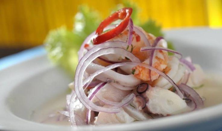 Receita de Ceviche. Passo a passo deste prato refrescante, de baixo teor calórico, descomplicado e delicioso! Receitas light.