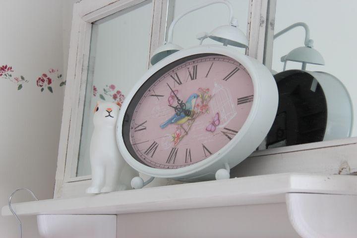 Romattinen kello ja ruusuboordi