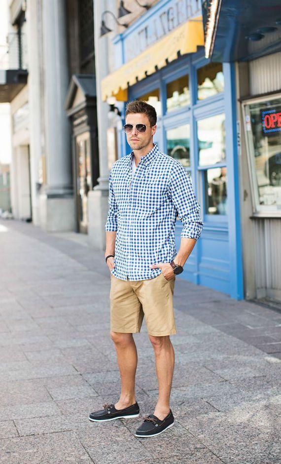 A bermuda é, provavelmente, um item onipresente no guarda-roupas masculino, ficando lado a lado com a t-shirt e o jeans. As roupas mais formais podem encontrar resistência por parte de alguns homen…