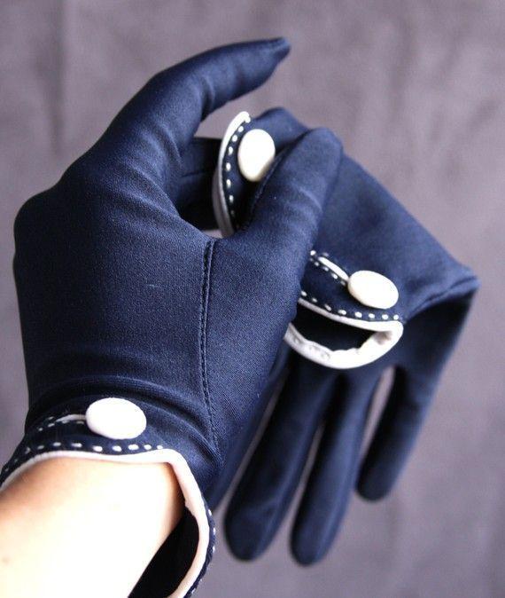 vintage navy and white gloves | Vintage Isotoner Gloves..love these